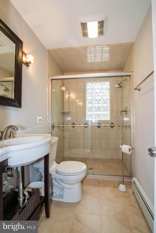 Full Bath - 11110 KINGSTEAD RD, DAMASCUS