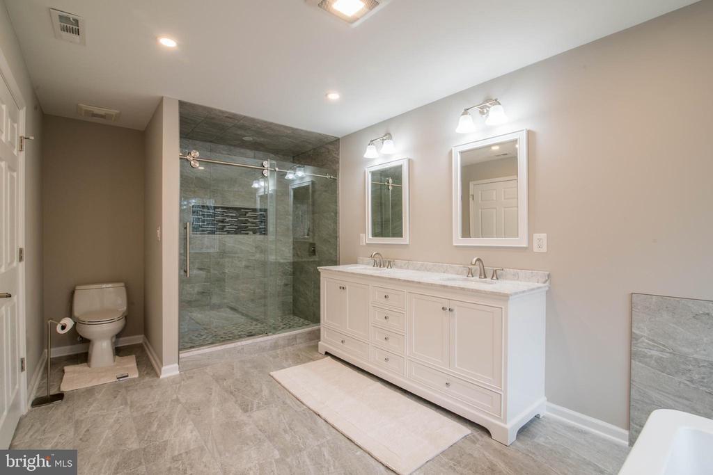 Master Bath - 11110 KINGSTEAD RD, DAMASCUS