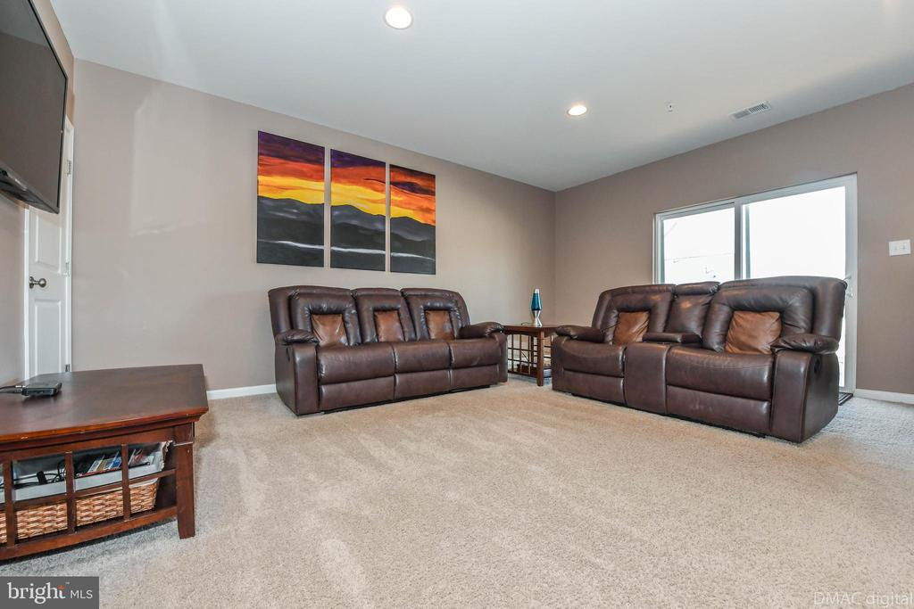 Lots of room to unwind. - 6849 E SHAVANO RD, NEW MARKET