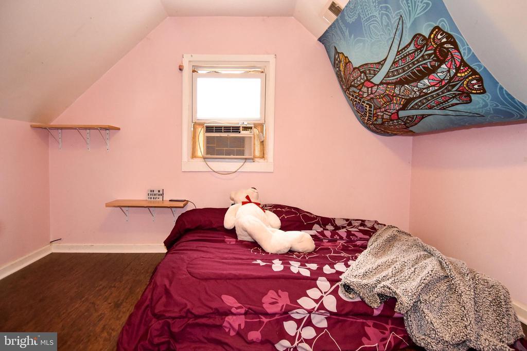 3rd Upper Bedroom - 107 JENKINS CT, MANASSAS PARK