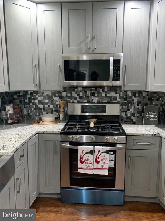 Custom Kitchen - 5020 LEE ST NE, WASHINGTON
