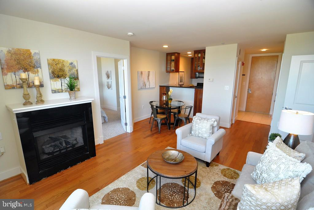 Living Room with cozy gas fireplace - 1200 N HARTFORD ST #507, ARLINGTON
