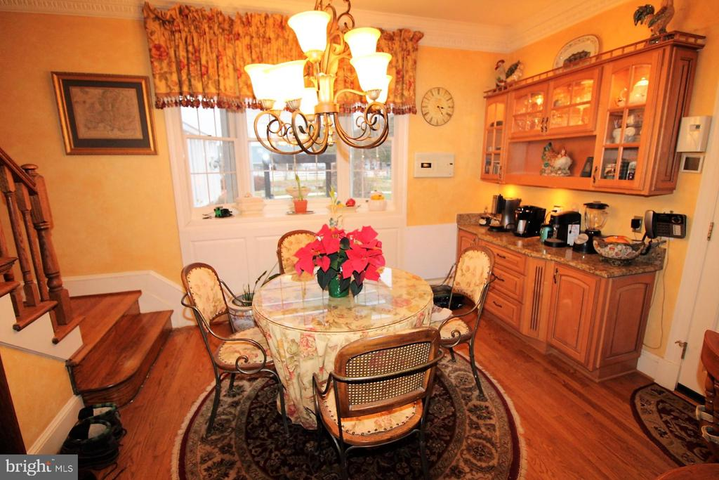 Breakfast nook - 4309 SUNDOWN RD, GAITHERSBURG