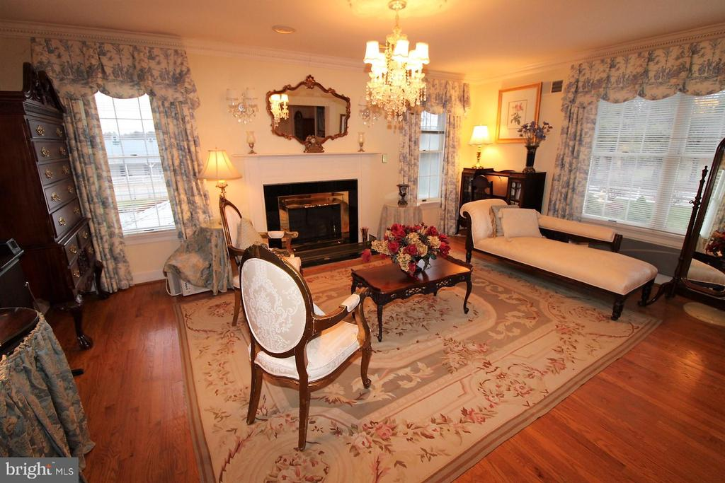 Sitting room in MBR - 4309 SUNDOWN RD, GAITHERSBURG