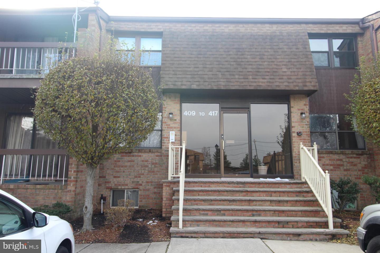 Single Family Homes para Alugar às Woodbridge, Nova Jersey 07095 Estados Unidos