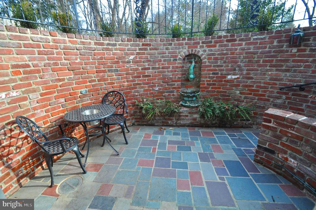 PRIVATE BRICK &  SLATE PATIO W/ FOUNTAIN - 10311 DETRICK AVE, KENSINGTON