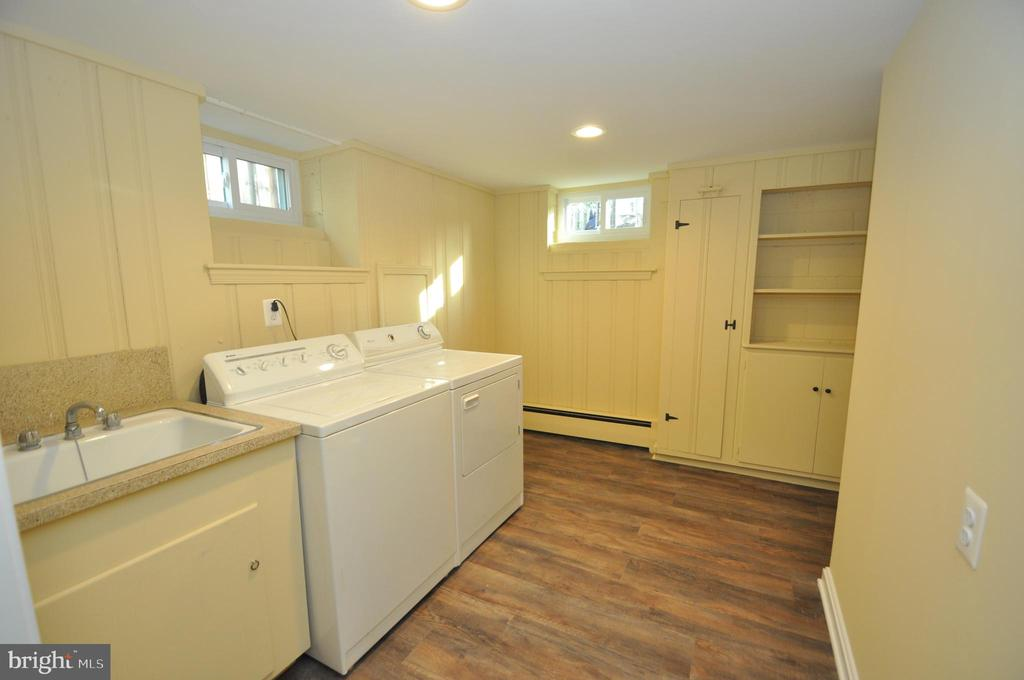 LOWER LEVEL LARGE LAUNDRY ROOM - 10311 DETRICK AVE, KENSINGTON