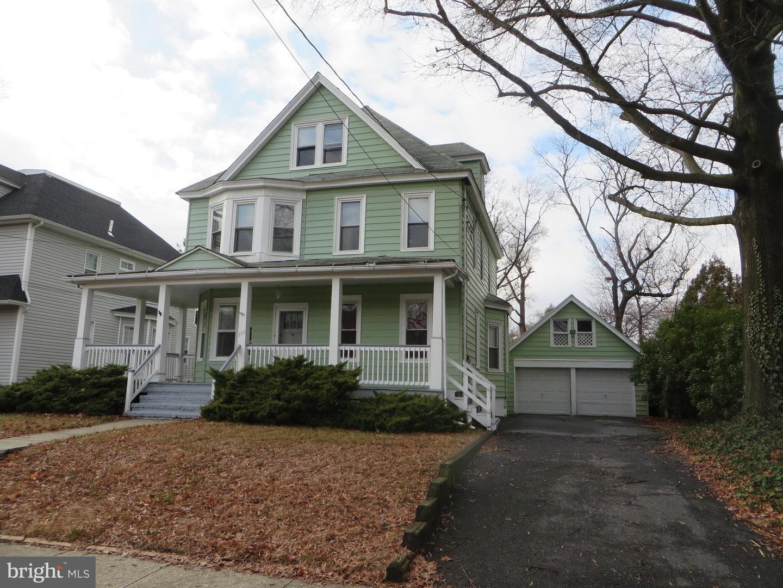 Single Family Homes pour l à louer à Collingswood, New Jersey 08108 États-Unis