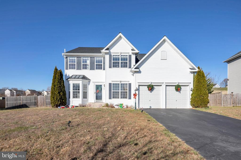 Beautiful colonial  with 2 car garage - 329 SPRING BRANCH CT, PURCELLVILLE