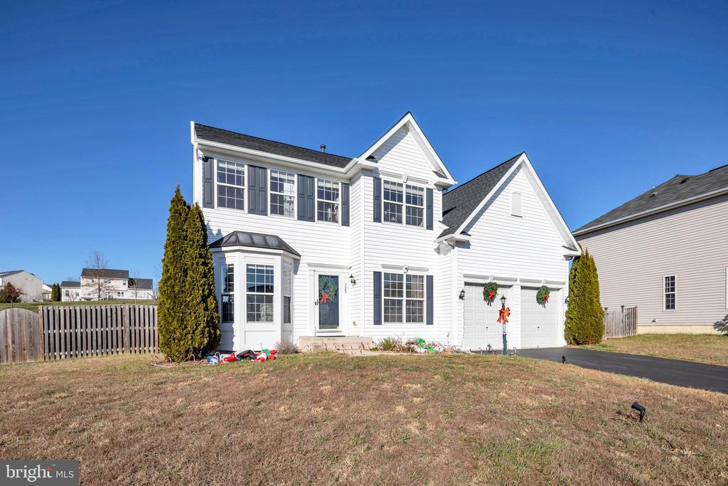 Located  on a quiet cul-de-sac near trails - 329 SPRING BRANCH CT, PURCELLVILLE