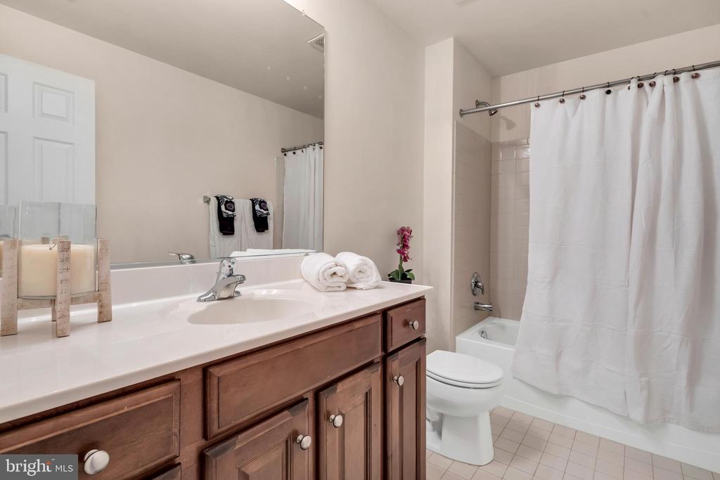 Full bath in basement - 329 SPRING BRANCH CT, PURCELLVILLE