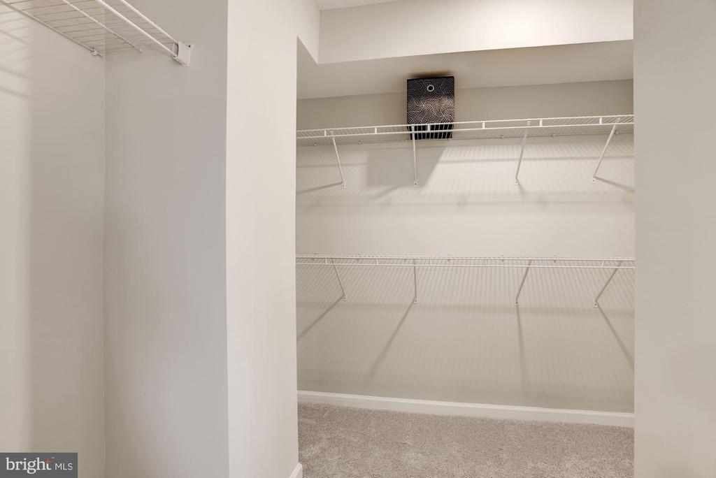 Walk-in Closet - 5678 MEADOWLARK GLEN RD, DUMFRIES