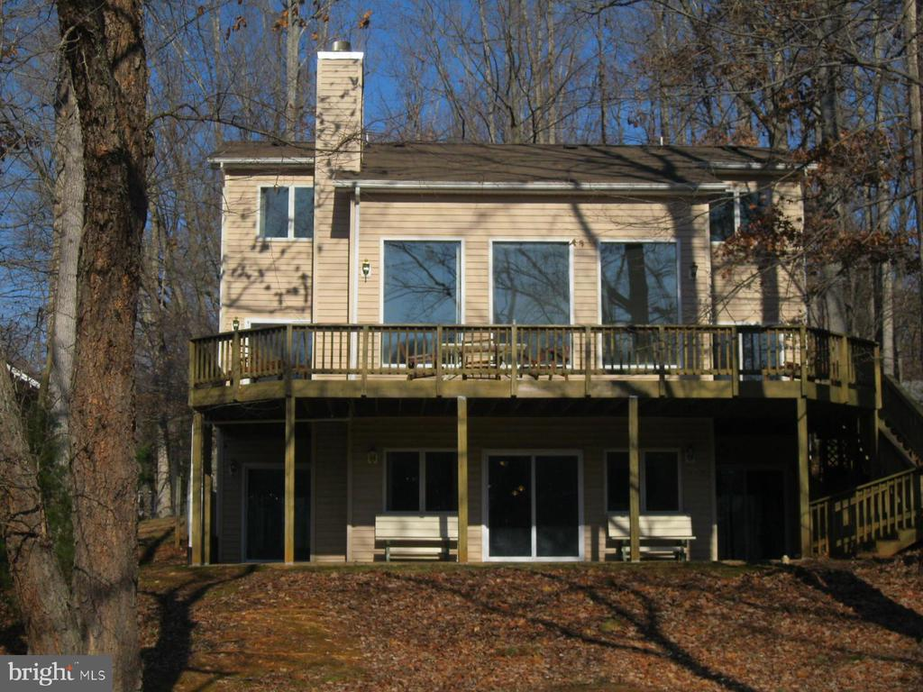 3 LVL home with deck and covered patio - 134 HARRISON CIR, LOCUST GROVE