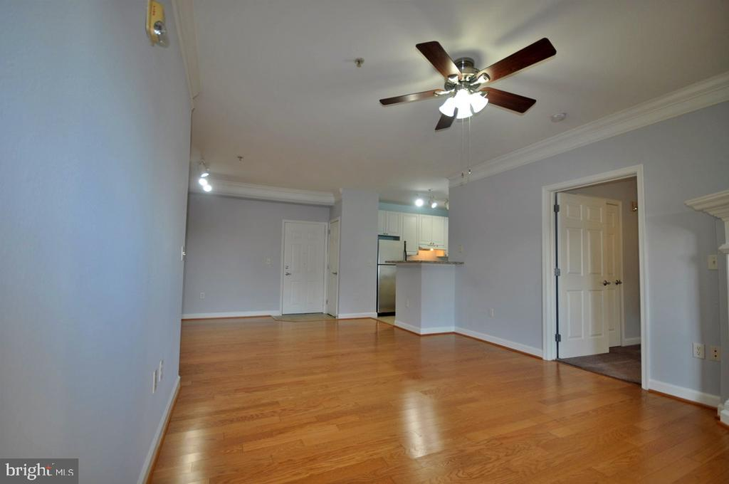 Living area - 501 HUNGERFORD DR #P77, ROCKVILLE
