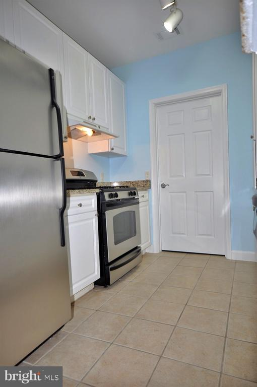 Kitchen - 501 HUNGERFORD DR #P77, ROCKVILLE