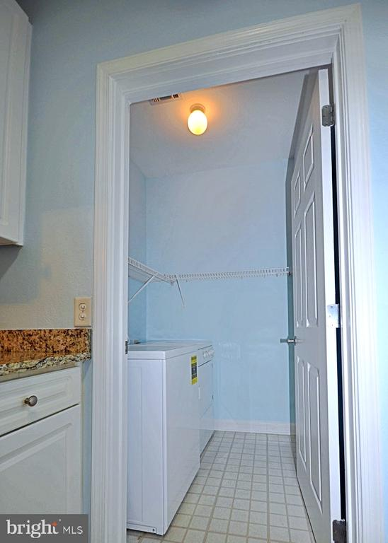 Separate Laundry Room off Kitchen - 501 HUNGERFORD DR #P77, ROCKVILLE