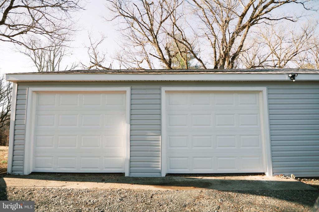 Over sized 2 car garage w/openers - 39006 LIME KILN RD, LEESBURG