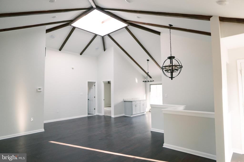 Large open space w/vaulted beamed ceiling - 39006 LIME KILN RD, LEESBURG