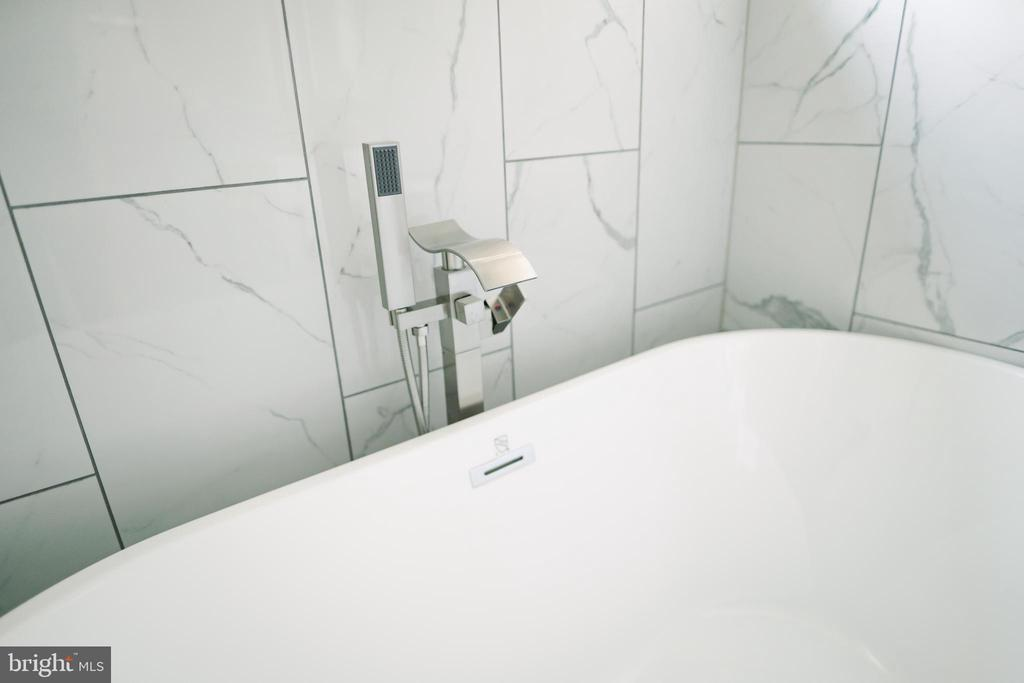 New contemporary faucets and tile work - 39006 LIME KILN RD, LEESBURG
