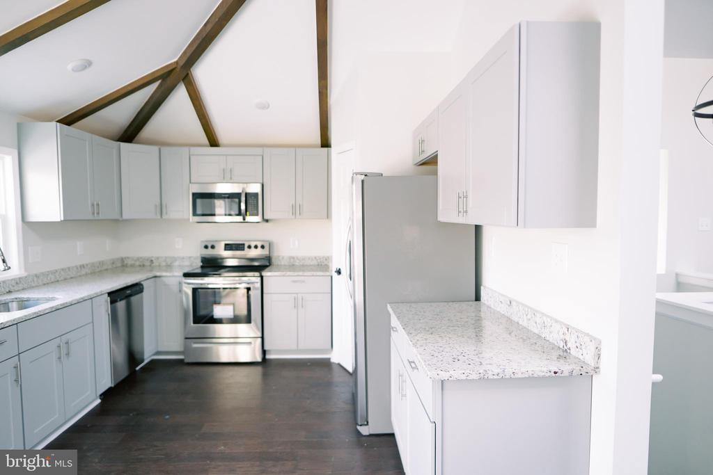 Fully remodeled kitchen - 39006 LIME KILN RD, LEESBURG