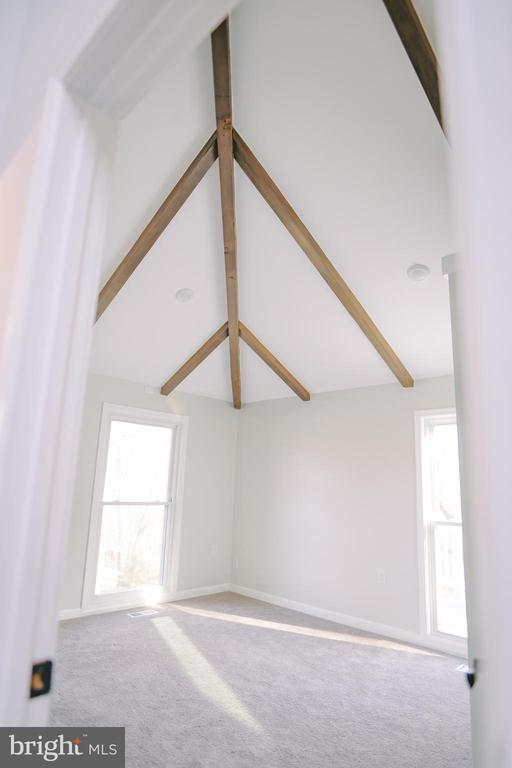 2nd bedroom on main level - 39006 LIME KILN RD, LEESBURG