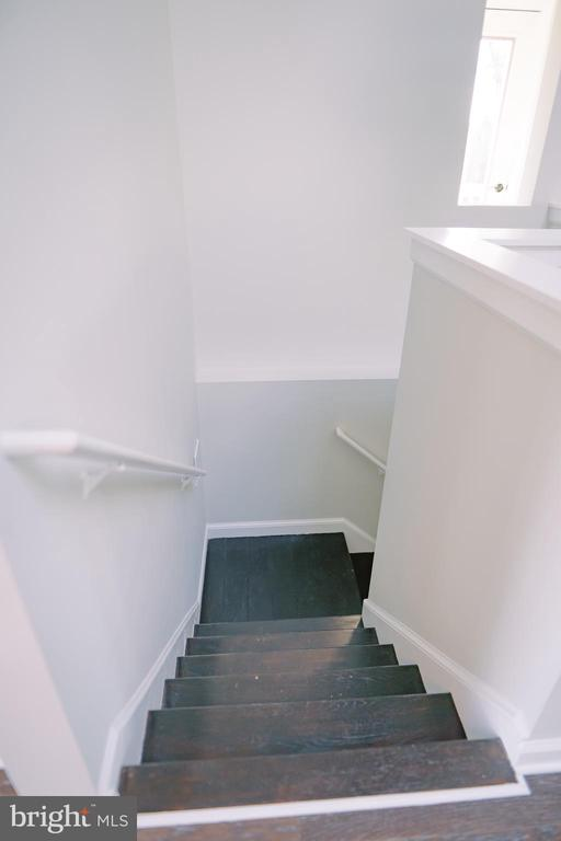 Open staircase to lower level - 39006 LIME KILN RD, LEESBURG