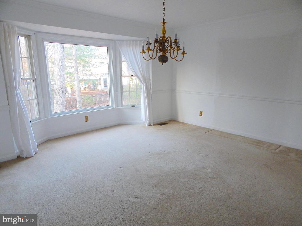 Over-sized dining room with bay window - 6205 PROSPECT ST, FREDERICKSBURG