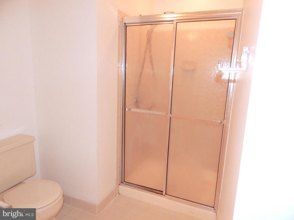 Master bath separate tile shower - 6205 PROSPECT ST, FREDERICKSBURG