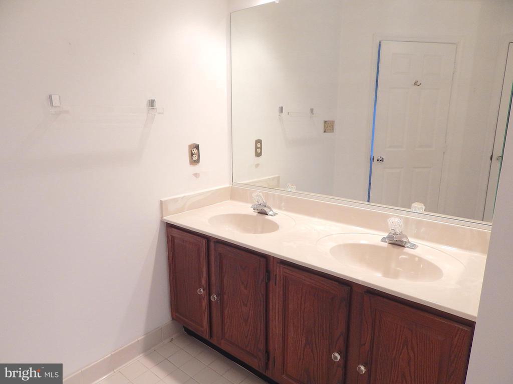 Master bath double vanity - 6205 PROSPECT ST, FREDERICKSBURG