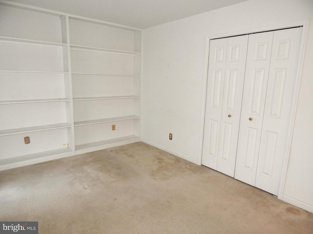 5th bedroom  or study with double closet - 6205 PROSPECT ST, FREDERICKSBURG