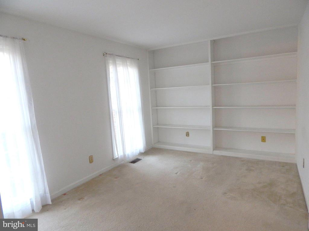 5th bedroom or study located on first floor - 6205 PROSPECT ST, FREDERICKSBURG
