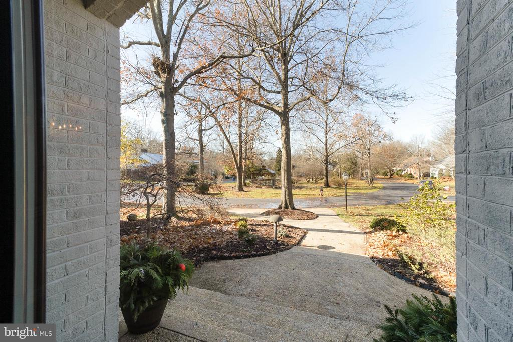 A beautiful community beyond the front door. - 3608 SOUTH PL #5, ALEXANDRIA