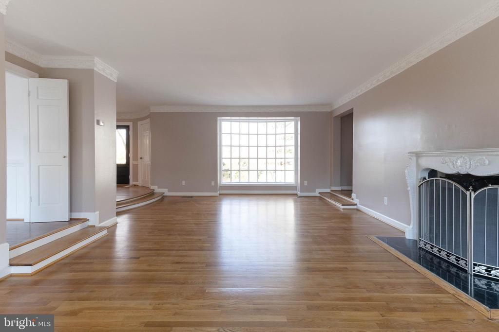 Could be a great entertainment room? - 3608 SOUTH PL #5, ALEXANDRIA