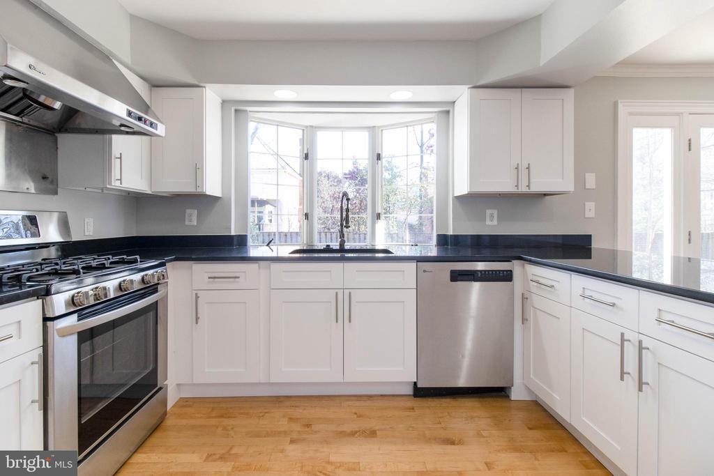 A beautiful kitchen! - 3608 SOUTH PL #5, ALEXANDRIA