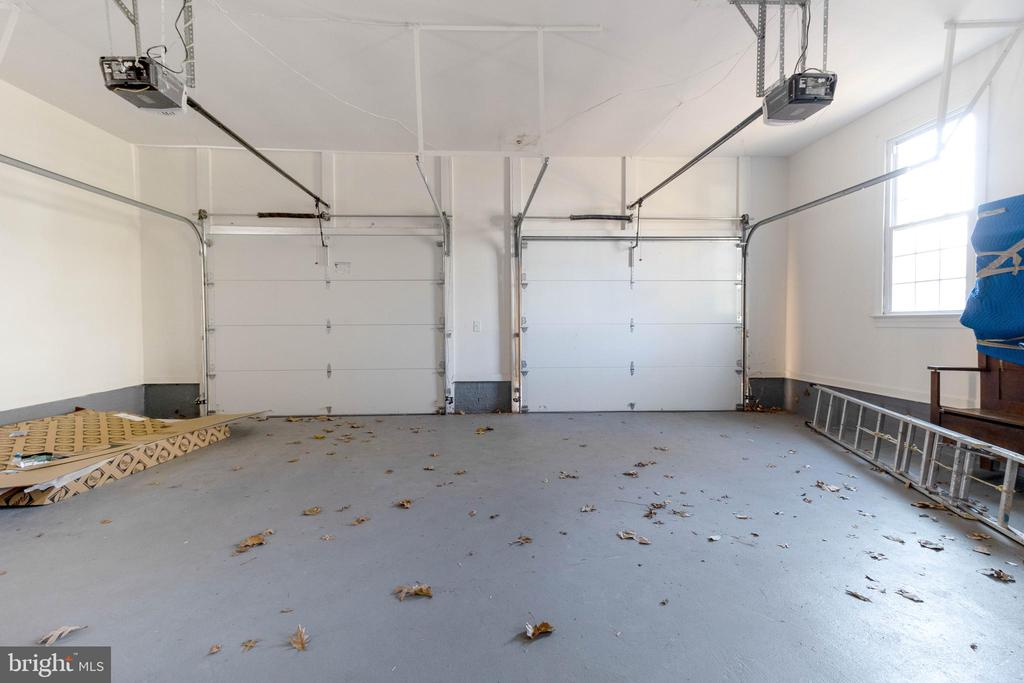 Two car garage and extra space! - 3608 SOUTH PL #5, ALEXANDRIA