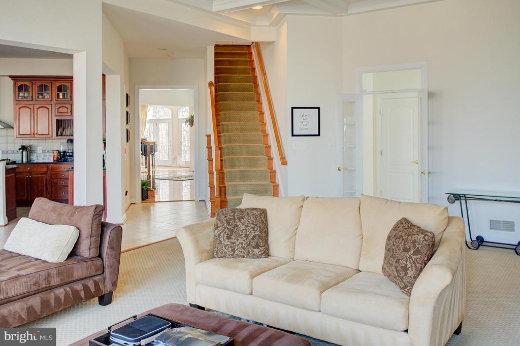 Family room and back staircase - 18918 CANOE LANDING CT, LEESBURG