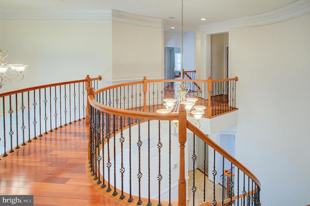 Upper hallway - 18918 CANOE LANDING CT, LEESBURG