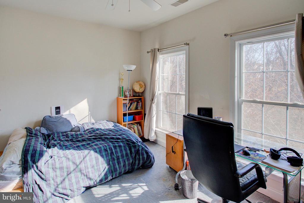 Bedroom 5 - 18918 CANOE LANDING CT, LEESBURG