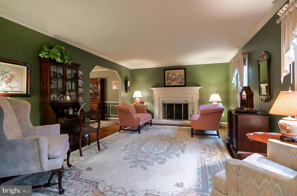 Large Living Room with wood-burning  fireplace - 11123 CLARA BARTON DR, FAIRFAX STATION