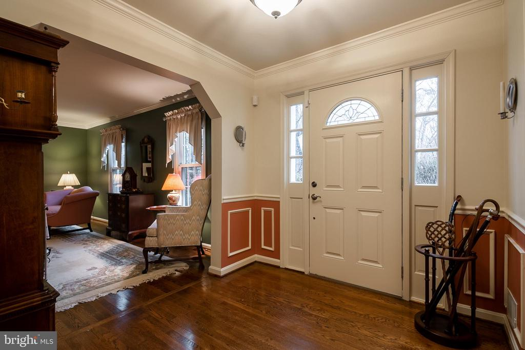 Large Foyer with hardwood floors - 11123 CLARA BARTON DR, FAIRFAX STATION