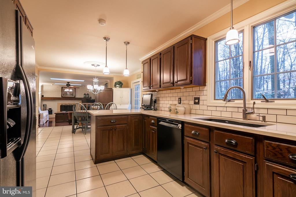 Kitchen has  white quartz countertops - 11123 CLARA BARTON DR, FAIRFAX STATION