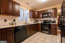 Beautiful wood cabinets - 11123 CLARA BARTON DR, FAIRFAX STATION