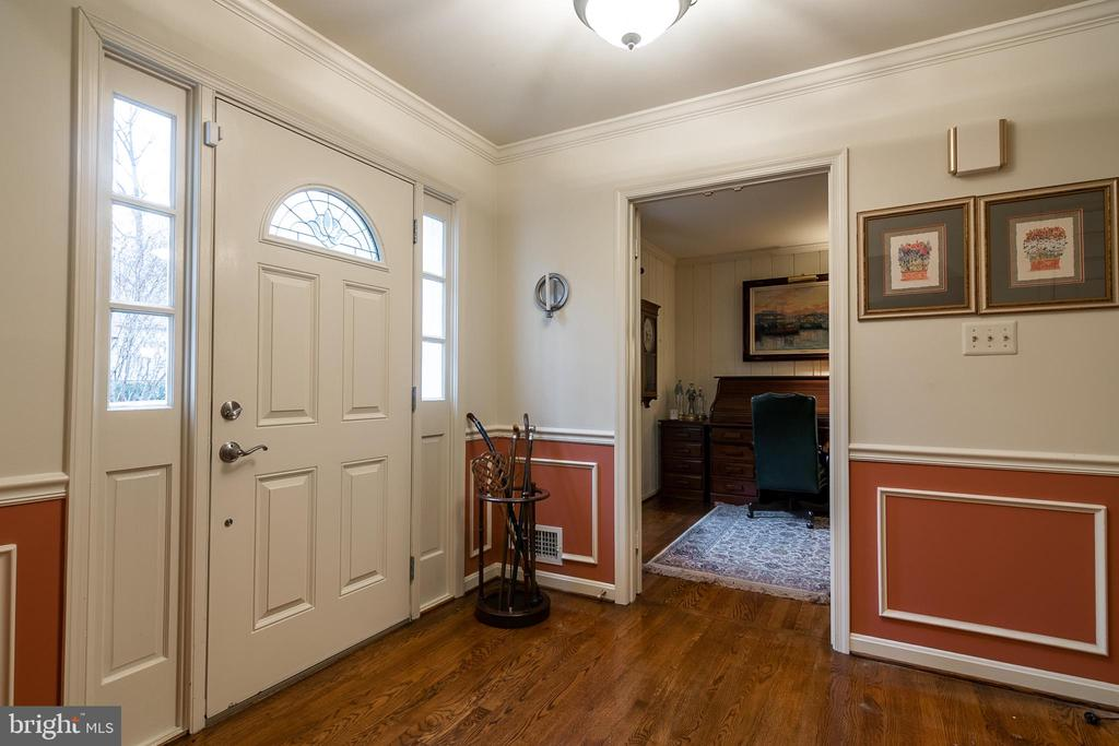 Foyer with view of office - 11123 CLARA BARTON DR, FAIRFAX STATION
