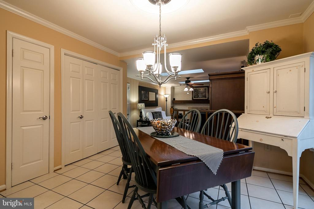 Kitchen eating area - 11123 CLARA BARTON DR, FAIRFAX STATION