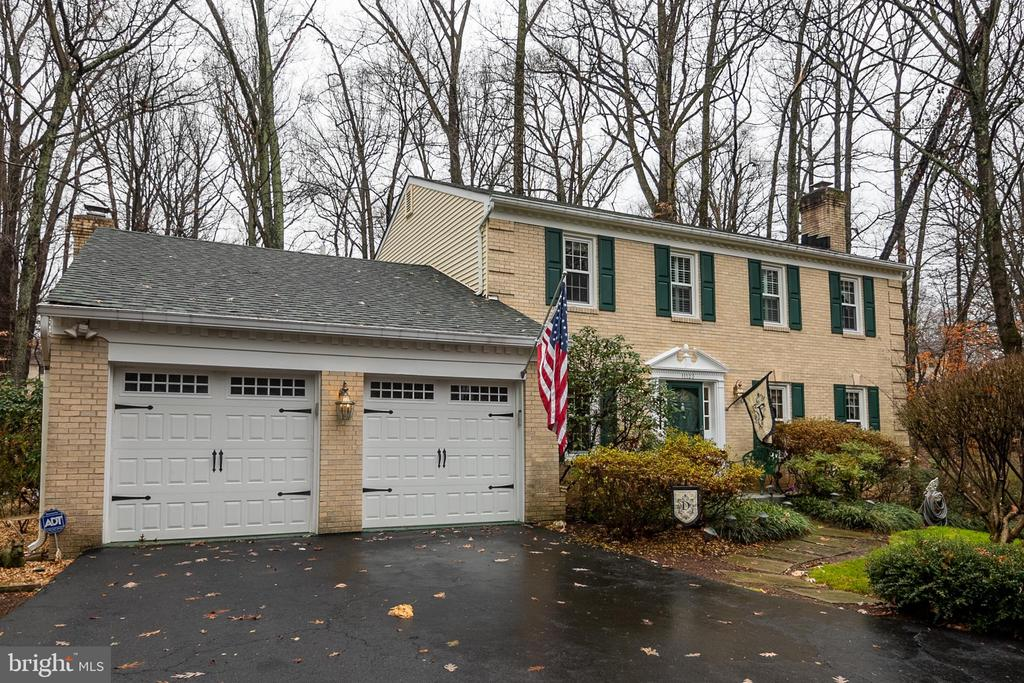 Two car garage - 11123 CLARA BARTON DR, FAIRFAX STATION