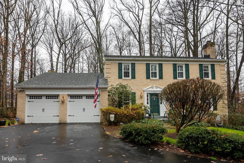 Beautiful Brick front  home - 11123 CLARA BARTON DR, FAIRFAX STATION