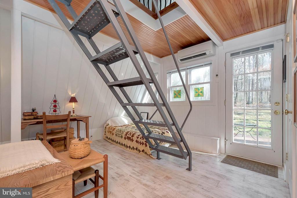 sturdy & modern stairwell - 224 CREEKSIDE DR, LOCUST GROVE