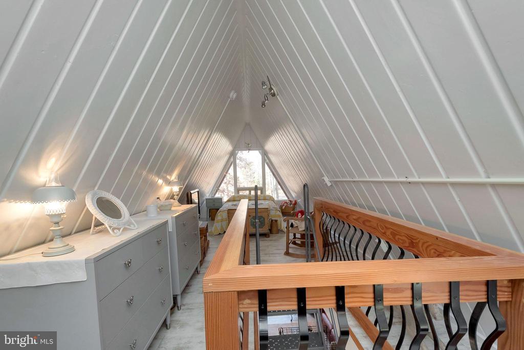 storage & stairwell - 224 CREEKSIDE DR, LOCUST GROVE