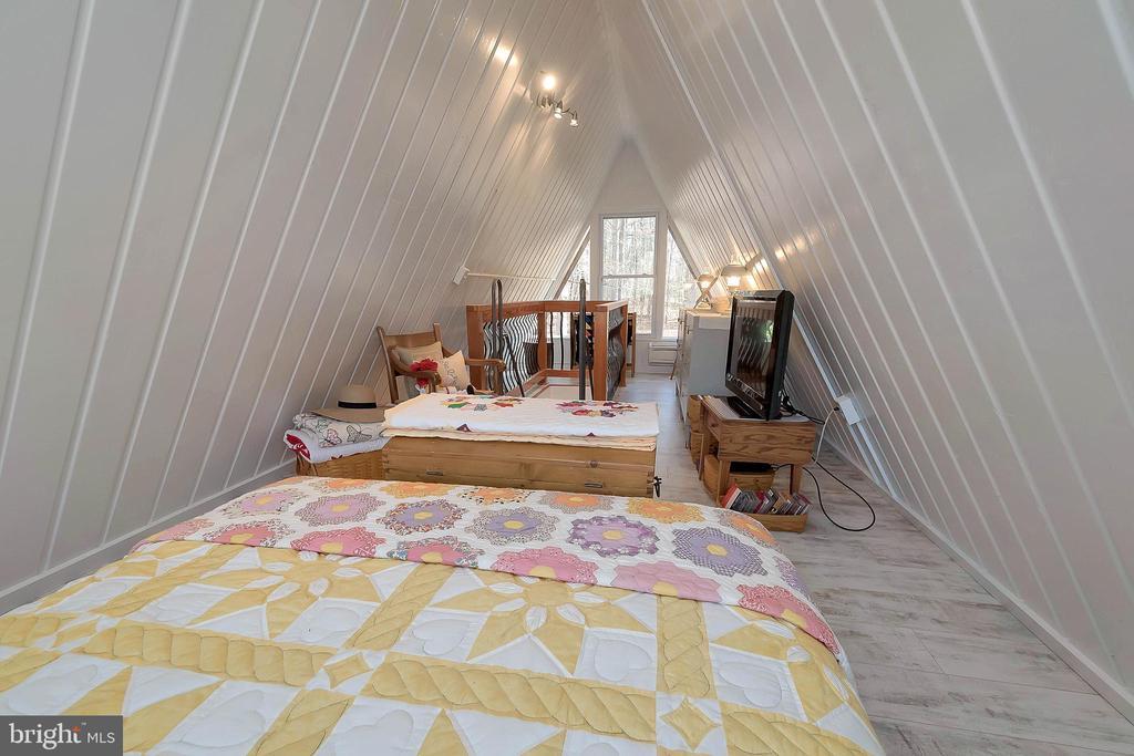 loft bedroom - 224 CREEKSIDE DR, LOCUST GROVE