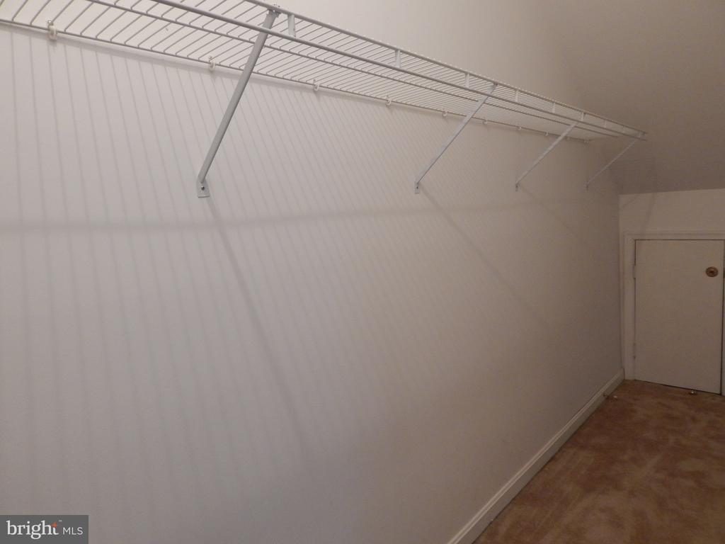 Loft walk-in closet - 6205 PROSPECT ST, FREDERICKSBURG